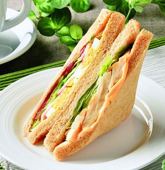 痩せる 食べ物 コンビニ クラブハウスサンド(ブラン入り食パン使用)